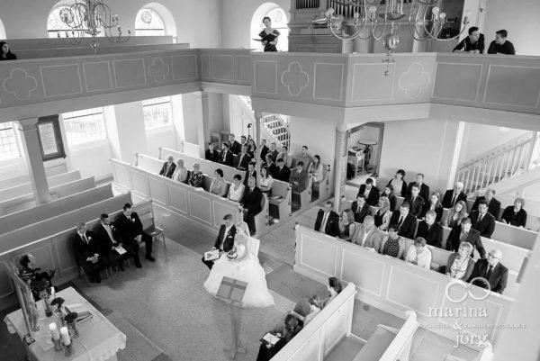Marina und Joerg, Hochzeitsfotografen Giessen: Trauung in der Kirche Wittelsberg bei Marburg