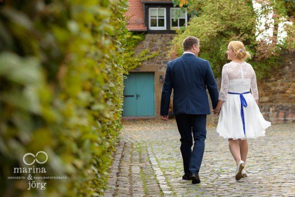 Brautpaar nach einer Hochzeit im Standesamt Burg Rockenberg bei Gießen - Marina & Jörg Hochzeitsfotografie