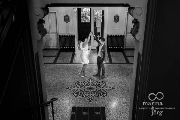 Paar-Fotoshooting nach der standesamtlichen Trauung in der Villa Leutert in Gießen - Marina & Jörg, Hochzeitsfotografie