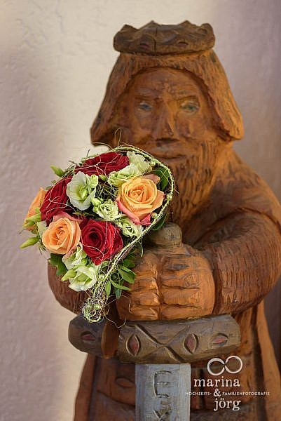 Hochzeitsfotos auf Burg Staufenberg - Brautstrauß