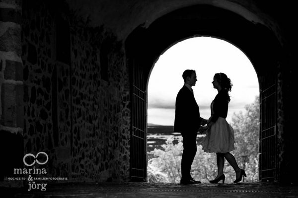 Marina und Joerg, Hochzeitsfotografen Giessen: modernes Hochzeitsfoto auf Burg Gleiberg bei Giessen