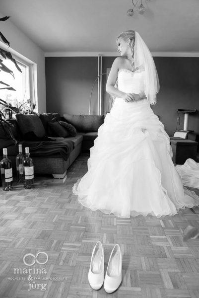 Marina und Joerg, Fotografenpaar Giessen: Foto vom Getting-Ready bei einer Hochzeitsreportage