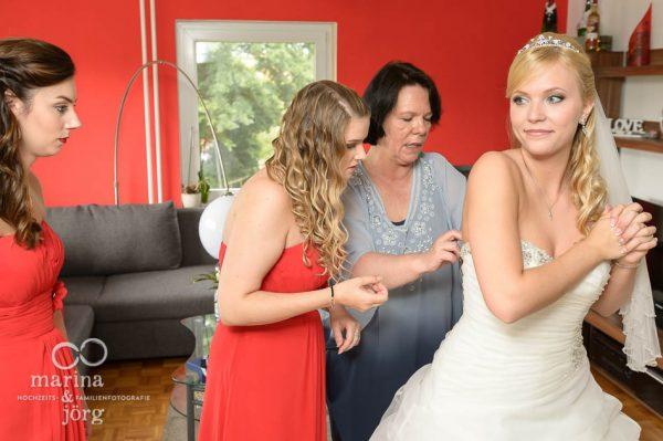 Getting-Ready der Braut bei einer Hochzeitsreportage in Marburg