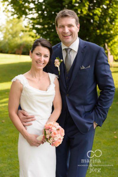 Hochzeit in der Eventscheune Dagobertshausen bei Marburg: Brautpaar-Fotoshooting