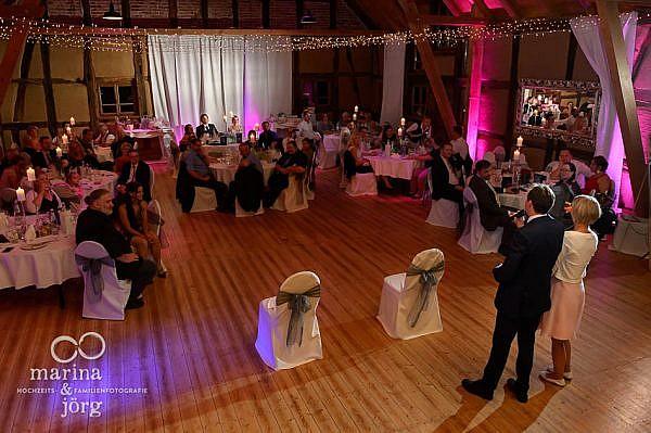 Marina und Jörg - Hochzeitsreportage in der Eventscheune des Landhotels Waldhaus bei Laubach, einer tollen Hochzeitslocation in der Nähe von Gießen: Ansprache der Trauzeugen