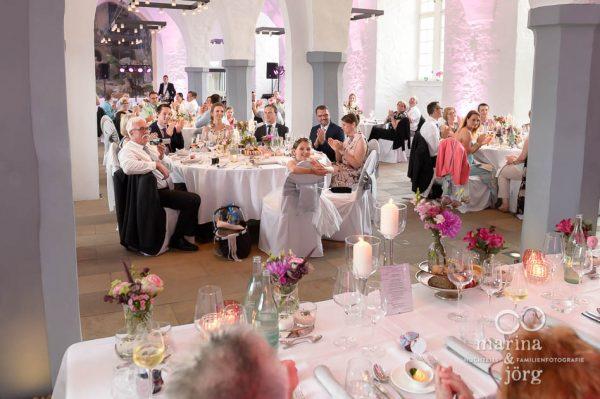 Hochzeitsreportage im Schloss Butzbach bei Gießen: Bei der Ansprache des Brautpaars
