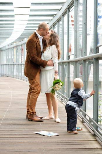Marina und Jörg, Hochzeitsfotografen Gießen: Hochzeitsfotos in Marburg: Heiraten mit Kind - Familienglück pur