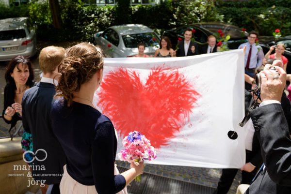 Marina und Joerg, Fotografen-Paar: Hochzeitsspiel nach der standesamtlichen Trauung in Giessen