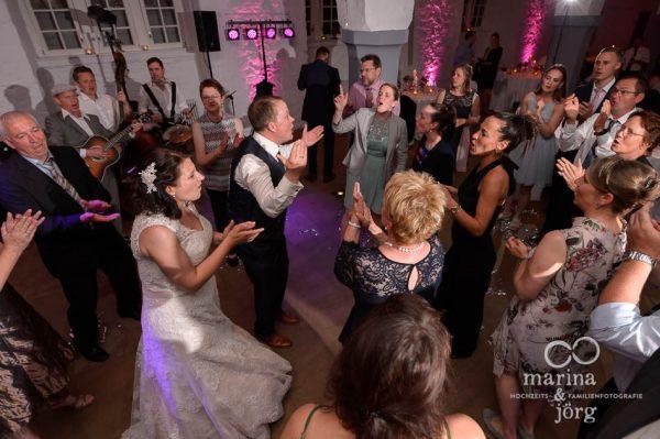 Marina und Jörg, als Hochzeitsfotografen für Butzbach: Partystimmung im Schloss Butzbach