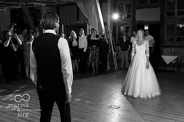 Hochzeitsfotografen Marina und Jörg aus Gießen bei einer Hochzeit in Laubach: Hochzeitstanz