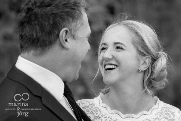Hochzeitsfotos Standesamt Burg Rockenberg - natürliche Hochzeitsfotos bei einem entspannten Paarshooting