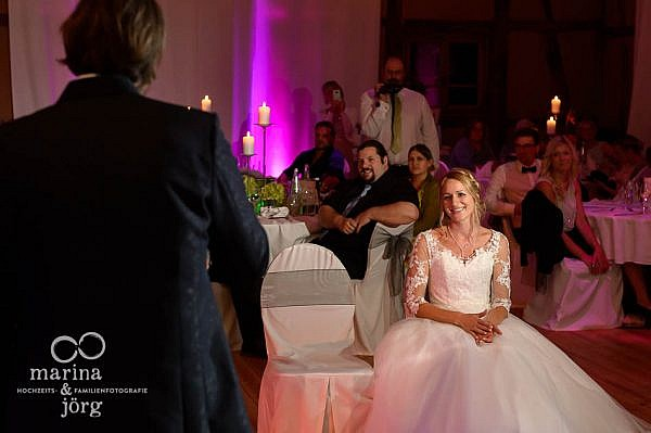 Überraschung des Bräutigams bei einer Hochzeit in der Eventscheune im Landhotel Waldhaus in Laubach