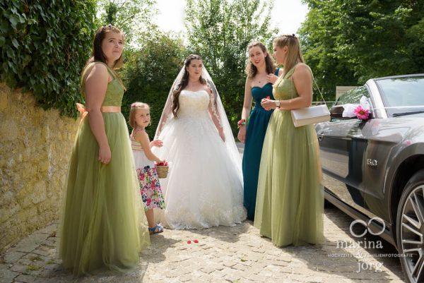 Ankunft der Braut am Schloss Münchenwiler - Hochzeitsfotografen Marina und Jörg aus Gießen