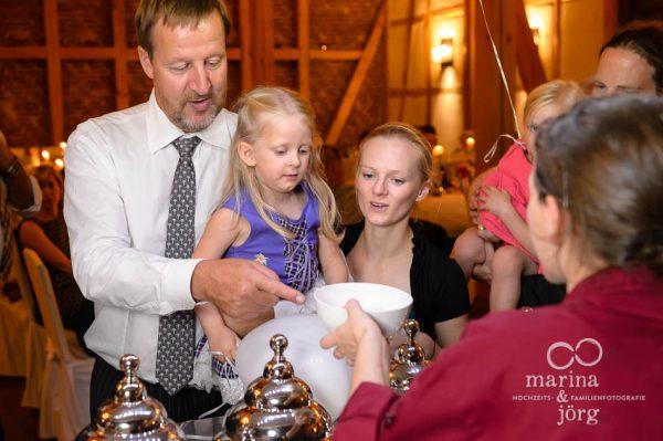 Hochzeit in der Eventscheune Dagobertshausen - Kinder am Eisfahrrad