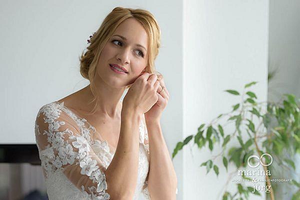 Hochzeitsreportage: Braut am Morgen ihrer Hochzeit in Laubach