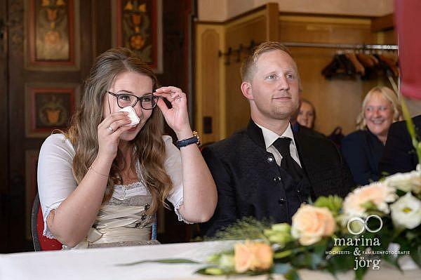 Hochzeitsreportage im Malerstübchen der Burg Staufenberg - Hochzeitsfotografen Marina & Jörg aus Gießen