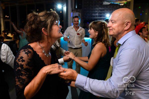 Marina und Joerg, Hochzeitsfotografen aus Giessen: Party-Stimmung am Abend der Hochzeit