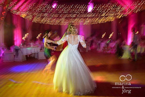 Heimspiel als Hochzeitsfotografen aus Gießen: Hochzeit im Blauen Löwen, der Eventscheune des Landhotels Waldhaus in Laubach