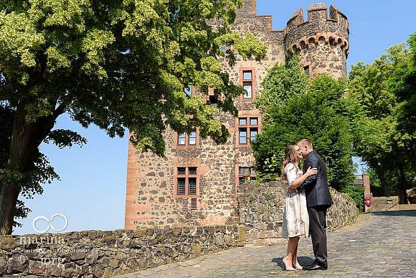 Hochzeitsfotograf Gießen: Paar-Fotoshooting bei einer Hochzeit auf Burg Staufenberg