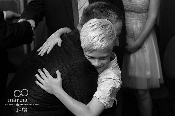 Marina und Jörg, Fotografen-Paar aus Gießen: Hochzeitsfoto gratulierender Gäste
