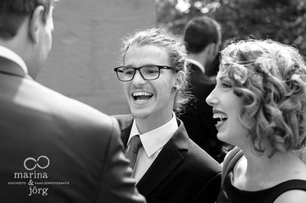 Marina und Joerg, Fotografen-Paar aus Giessen: Hochzeitsfoto gratulierender Gaeste