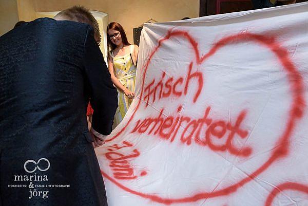 Hochzeitsfotograf Gießen: Hochzeitsreportage bei Gießen - Hochzeitsbrauch Herz-Ausschneiden