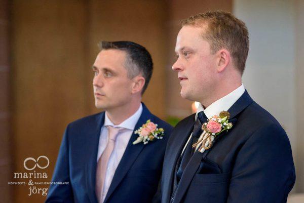 Marina & Jörg, als Hochzeitsfotografen unterwegs in Gießen: wartender Bräutigam