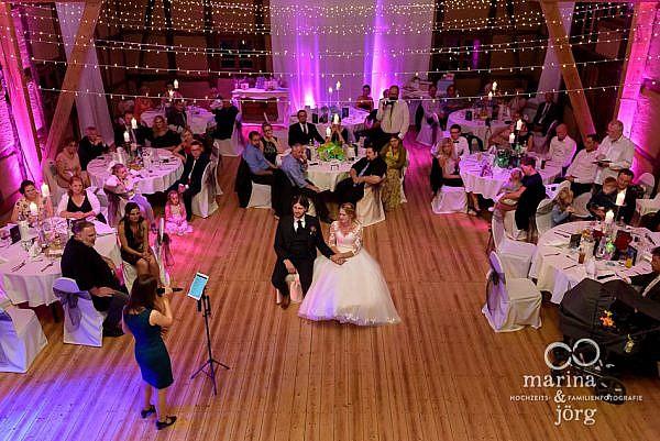 Hochzeitsreportage in Laubach: Sängerin in der Eventscheune Blaue Löwe (Landhotel Waldhaus)