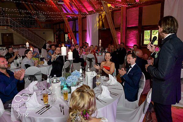Hochzeit im Landhotel Waldhaus bei Laubach: Hochzeitsfotos im Reportagestil - Hochzeitsrede des Bräutigams
