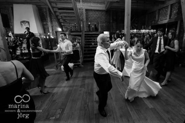 Marina und Joerg, ganztaegige Hochzeitsreportage bei Marburg: Hochzeitsparty in der Eventscheune Dagobertshausen