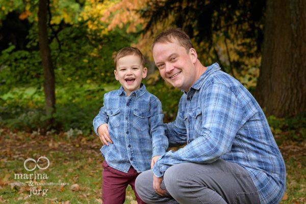 Familien-Fotografen Marburg: authentische Kinderfotos entstanden bei einem outdoor Familien-Fotoshooting