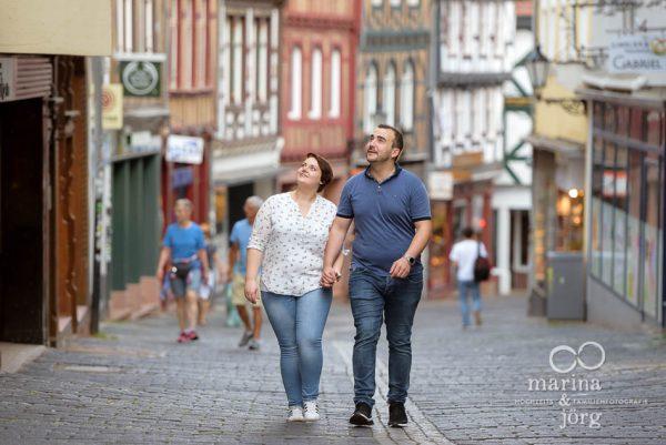 Kennenlern-Fotoshooting in der Oberstadt Marburg - Marina & Jörg, Hochzeitsfotografen für Marburg