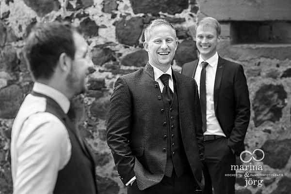 Hochzeitsfotografen Marina & Jörg: Gruppenfoto bei einer Hochzeit auf Burg Staufenberg bei Gießen