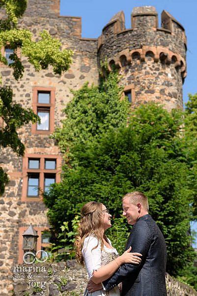 Marina und Jörg, Hochzeitsfotografen für eure Hochzeit in Gießen: natürliche Hochzeitsfotos (Burg Staufenberg)