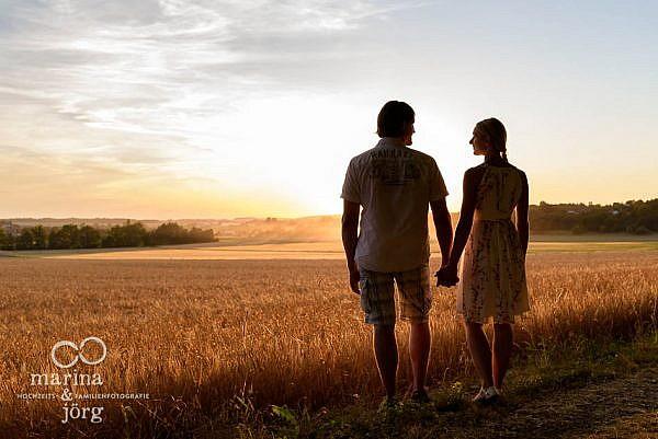 romantisches Paarshooting bei Sonnenuntergang - Marina & Jörg, Hochzeitsfotografen für Laubach