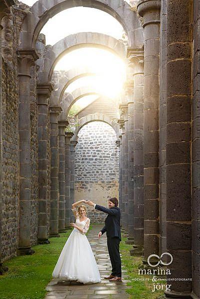 Marina & Jörg Hochzeitsfotografie Gießen: After-Wedding-Shooting im Kloster Arnsburg (Lich) in der Nähe der wunderschönen Hochzeitslocations Landhaus Klosterwald und Alte Klostermühle bei Lich