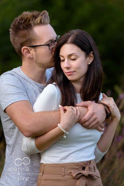 Marina & Jörg, Hochzeitsfotografen aus Gladenbach - romantisches Paarshooting in der Dammühle bei Marburg