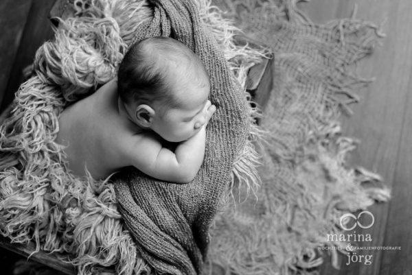 Marina und Jörg, Babyfotografen aus Gießen: professionelles Neugeborenen-Fotoshooting ganz entspannt zu Hause erleben