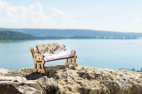 Marina und Joerg, Fotografen Giessen: Ring-Baenkchen bei einer Hochzeit am Bielersee in der Naehe von Bern, Schweiz