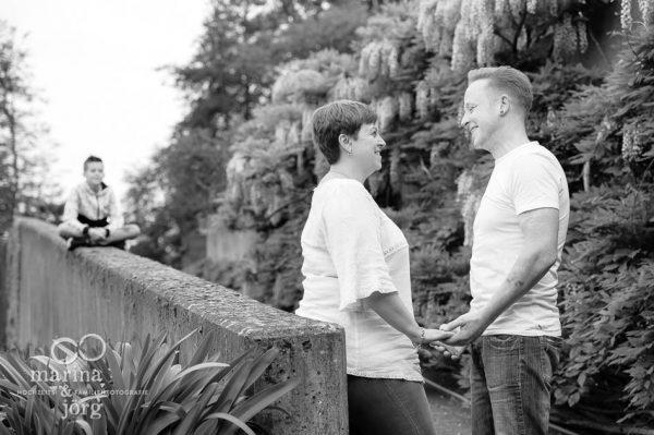 Marina und Joerg, Fotografen Marburg: moderne Paarfotos im Botanischen Garten Marburg