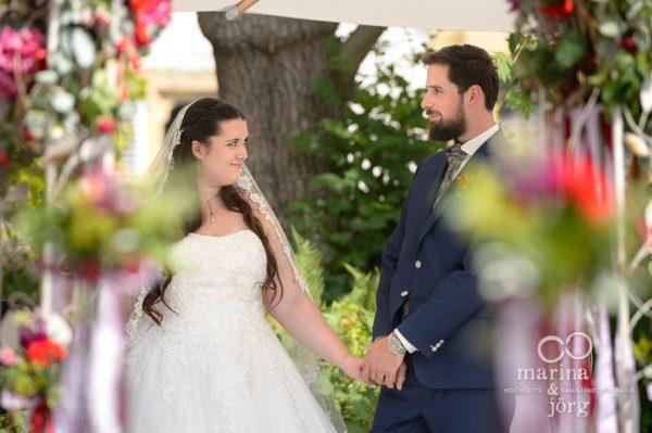 Marina und Jörg, Fotografen-Paar aus Gießen: Hochzeitsreportage in der traumhaften Hochzeitslocation Schloss Münchenwiler bei Bern