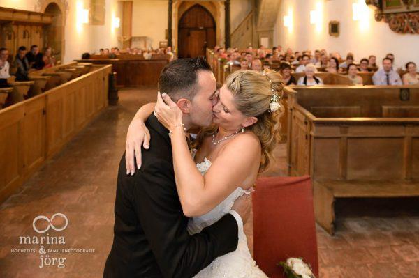 Marina und Joerg, Hochzeitsfotograf Giessen: Hochzeit in der Kirche Ligerz am Bielersee - eine der schoensten Hochzeits-Locations in der Naehe von Bern