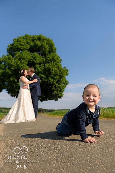 nicht nur für kleine Kinder ist ein After-Wedding-Fotoshooting sehr entspannt - Marina & Jörg, Hochzeitsfotografen Gießen