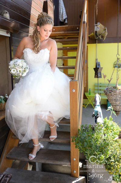 Marina und Joerg, Fotografenpaar aus Giessen: natuerliche Hochzeitsfotos beim Getting-Ready (Hochzeitsreportage bei Bern, Schweiz)