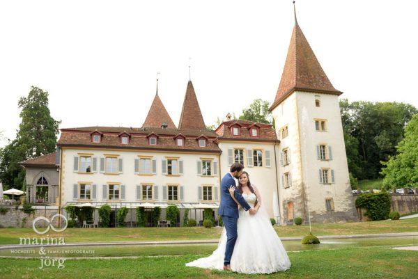Marina und Jörg, Hochzeitsfotografen aus Gießen: Paarfoto bei einer Hochzeitsreportage auf Schloss Münchenwiler bei Bern