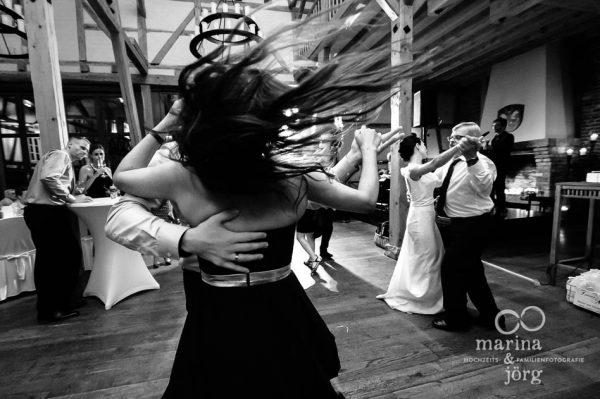Marina und Joerg, Hochzeitsfotograf Giessen: ganztaegige Hochzeitsreportage in der Eventscheune Dagobertshausen bei Marburg