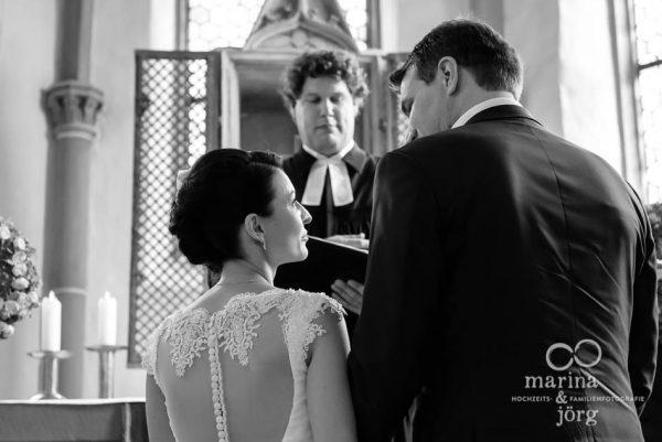Marina und Joerg, Hochzeitsfotografen Giessen: Hochzeit in der Marien-Kirche Wehrshausen bei Marburg
