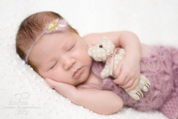 Marina und Jörg, Neugeborenenfotografen Marburg - Babyfoto aus der Babygalerie