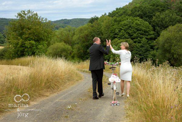 Moderne Hochzeitsfotos in Gladenbach - Paar-Fotoshooting nach dem Standesamt