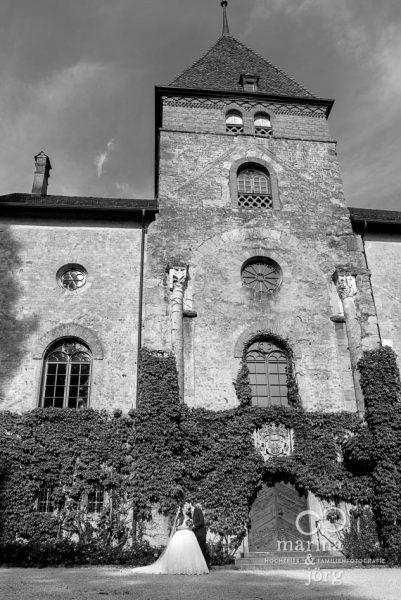 Hochzeitsreportage auf Schloss Münchenwiler bei Bern - Paar-Fotoshooting